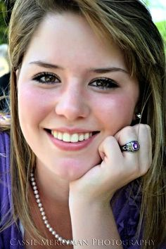 A simple way to incorporate and show off your class ring in a classic photos. Senior Pictures Balloons, Track Senior Pictures, Basketball Senior Pictures, Couple Senior Pictures, Unique Senior Pictures, Poses For Pictures, Softball Pics, Senior Year, Senior Photos