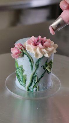 Creative Cake Decorating, Cake Decorating Designs, Cake Decorating Techniques, Cake Decorating Tutorials, Cookie Decorating, Buttercream Cake Decorating, Buttercream Cake Designs, Buttercream Flowers Tutorial, Buttercream Flower Cake