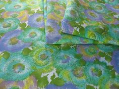 Vintage Floral Fabric Vintage Cotton Fabric by TheFabricScore www.thefabricscore.com #thefabricscore #sewing #vintagefabric