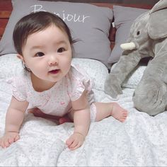 (MOSTLY SMUT!P LISA😂👀) Why make another one shot when I can combine and collect all my one shots in here. Cute Asian Babies, Korean Babies, Asian Kids, Cute Chinese Baby, Chinese Babies, Cute Little Baby, Little Babies, Baby Kids, Cute Baby Pictures