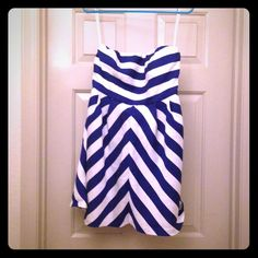 30% off bundles The Limited Strapless Dress White and blue strapless dress from The Limited. Gorgeous dress. Barely worn. The Limited Dresses Strapless