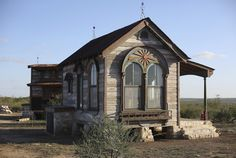 Made from 95 percent salvaged materials, this tiny prairie house Measuring by the house is built from materials that are close to 200 years old. Featuring beautiful arched windows, the cottage includes a lofted sleep area, kitchen,and bath Best Tiny House, Tiny House Plans, Tiny House Movement, Tiny House Living, Small Living, Tiny Texas Houses, Sister Home, Prairie House, H & M Home