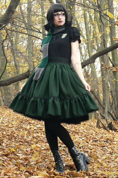 Beautiful Slytherin Harry Potter lolita outfit - dark green winter skirt by Rabbit Heart Teen Girl Outfits, Outfits For Teens, Visual Kei, Cute Fashion, Teen Fashion, Fantasia Harry Potter, Slytherin Clothes, Harajuku, Handmade Skirts