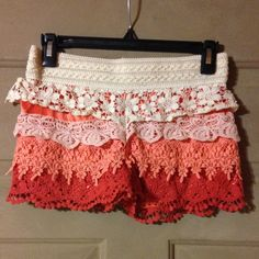 SUPER CUTE DRESS SHORTS SMALL Super cute dress shorts! In great condition! Size: SMALL Shorts