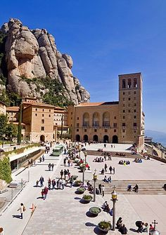 Monastery of Montserrat, Barcelona province, Catalonia Spain Places To Travel, Places To See, Barcelona Travel, Barcelona Beach, Spain And Portugal, Cinque Terre, Dubrovnik, Gaudi, Temples