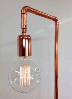 Industriële lamp van koper met kooldraadlamp.