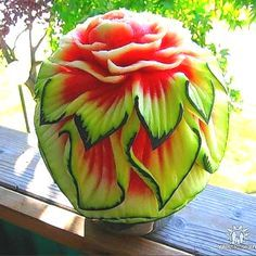 Astonishing Watermelon Carvings to Take your Breat - Food Carving Ideas L'art Du Fruit, Deco Fruit, Fruit Art, Fruit Cakes, Watermelon Carving Easy, Watermelon Art, Carved Watermelon, Fruit Sculptures, Food Sculpture