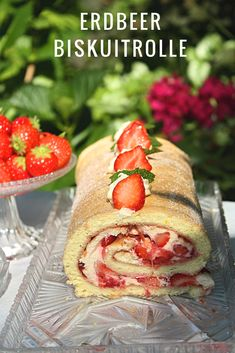 Köstliche Erdbeere Biskuitrolle Sweet Recipes, Snack Recipes, Cafe Food, Something Sweet, Food Inspiration, Healthy Snacks, Strawberry, Food And Drink, Favorite Recipes