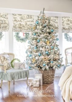 A Heavenly Tree with At Home Christmas Topiary, Outdoor Christmas, Christmas Home, Christmas Holidays, Christmas Decorations, Holiday Decor, Christmas Displays, Christmas Ideas, Homemade Christmas Crafts