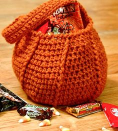 Crochet this handmade trick or treat bag for the kiddos. Free pattern ...