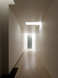 """Minimalist House // A geometric interior light pattern and ceiling detail in the hallway. The """"N"""" house by Takato Tamagami Architectural Design. Minimalist Architecture, Space Architecture, Minimalist Interior, Minimalist Home, Contemporary Architecture, Architecture Details, Building Architecture, Installation Architecture, Minimalist Bedroom"""