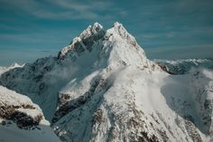 Fresh snow in the Garibaldi Ranges Western Canada [OC][3000x2000]