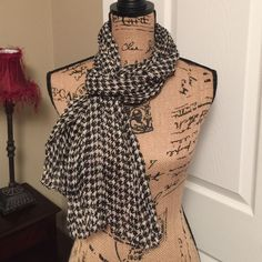 Houndstooth Wrinkle Chic Scarf