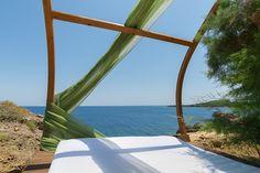 """Die """"Mittelmeer Zante Sapphire Villa"""" hat 2 Stöcke und bietet Platz für bis zu 6 Personen und einem Kind. Sie liegt im Norden des Grundstückes und blickt Richtung Osten. Die Villa besitzt 3 Schlafzimmer und 2 Badezimmer.  Verbringen Sie einen unglaublichen Urlaub in dieser atemberaubende Villa. #Urlaub #Reisen #Zakynthos #Ferien #Villa"""