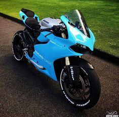 King of the streets Motos Honda, Honda Bikes, Ducati Motorcycles, Moto Bike, Motorcycle Bike, Yzf R125, R35 Gtr, Men With Street Style, Ducati Monster