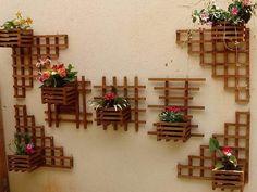 Resultado de imagem para floreira de parede de madeira #balconplantas