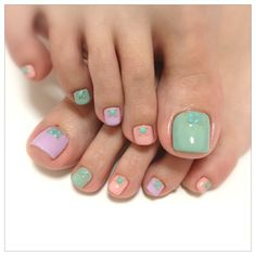 cute pastel toe nail design