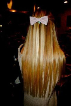Long Blonde hair with bow! I want that long of hair!!