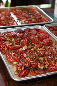 Roasted Tomato Passata—with food mill, no special passata machine required. Veggie Dishes, Veggie Recipes, Pasta Dishes, Vegetarian Recipes, Roasted Tomato Pasta, Oven Roasted Tomatoes, Roasting Tomatoes For Sauce, Fresh Tomato Pasta Sauce, Freezing Tomatoes