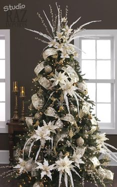 Here are the Christmas Tree Decor Ideas. This post about Christmas Tree Decor Ideas was posted under the Home Design  Beautiful Christmas Trees, Christmas Tree Themes, Noel Christmas, Xmas Decorations, Vintage Christmas, Xmas Trees, Magical Christmas, Christmas Tree With Feathers, Christmas Tree With White Decorations