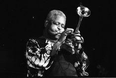 Dizzy Gillespie | Para el trompetista argentino, véase Gillespi .