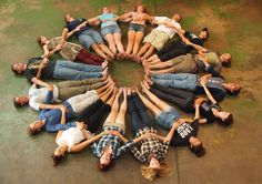 20 people human mandala - Buscar con Google