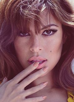 Eva mendes . cat eye. Peach lips and nails. Love the oval nails. 1960's beauty trend.