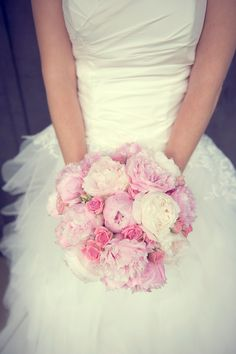 Round wedding bouquet - the choice of romantic girls Flowers Roses Bouquet, Pink Rose Bouquet, Bridal Bouquet Pink, Rose Wedding Bouquet, Bride Flowers, Bride Bouquets, Pink Roses, Wedding Flowers, Pink Flowers