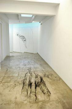 David Oliveira - Wire Sculptures via http://www.juxtapoz.com/current/qfloatingq-wire-sculptures-by-david-oliveira
