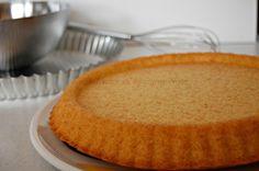 BASE PER CROSTATA MORBIDA è simile al pan di spagna. Ideale da farcire con creme, marmellate e poi decorate con frutta o con quello che volete.
