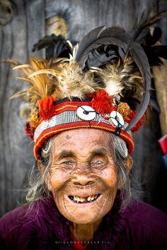 Kankanaeys, Igorot ethnic group of Western Mountain Province, Northern Benguet, Southeastern Ilocos Sur, Philippines People Around The World, Real People, Cagayan Valley, Philippines Fashion, Tribal Costume, Filipiniana, Ethnic Dress, Headgear, True Beauty