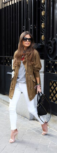 Buying a parka coat should be an easy task especially as there are hundreds of options out there and so many different styles. Here are some tips when buying the perfect parka coat. Style Désinvolte Chic, Style Work, Spring Summer Fashion, Spring Outfits, Autumn Fashion, Summer Chic, Spring Style, Summer Outfit, Casual Chic