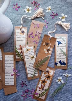 We love these Nature Bookmarks! They're really pretty and easy to make, but they also encourage creativity, reading, and a deeper connection to nature for your child. Diy Arts And Crafts, Book Crafts, Fun Crafts, Crafts For Kids, Paper Crafts, Creative Bookmarks, Diy Bookmarks, Creative Crafts, Bookmark Craft