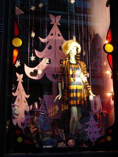 Anna Sui holiday 2011 window display