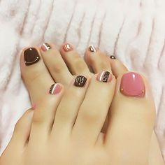 Trendy Summer Toe Nail Designs for 2019 Fall Pedicure, Pedicure Colors, Pedicure Nail Art, Toe Nail Art, White Pedicure, Wedding Pedicure, Toenail Art Designs, Pedicure Designs, Pedicure Ideas
