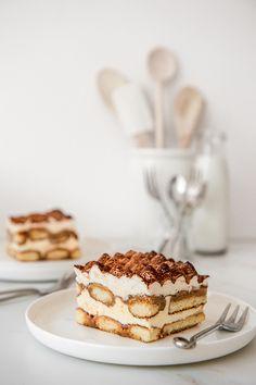 Best Dessert Recipes, Sweet Recipes, Delicious Desserts, Cake Recipes, Chocolate Tiramisu, Chocolate Recipes, Winter Desserts, Thanksgiving Desserts, White Chocolate Sauce