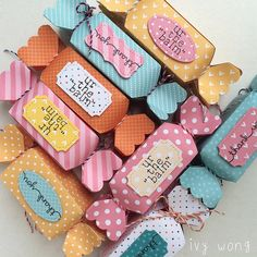 candy box post 2 Paper Flowers Craft, Flower Crafts, Paper Crafts, Diy Eid Gifts, Eid Envelopes, Date Night Gifts, Scrapbook Box, Craft Packaging, Creative Box