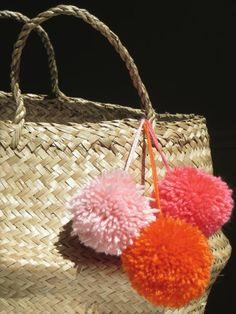 1000 ideas about pompon en laine on pinterest id e de. Black Bedroom Furniture Sets. Home Design Ideas