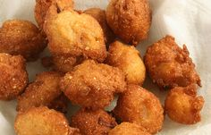 always great as a side dish with seafood - Vicki's Hush Puppies. I've been looking for a Kingfish copycat hush puppy recipe- I wonder if this is it? Beignets, Cooking Chef, Cooking Recipes, Great Recipes, Favorite Recipes, Delicious Recipes, Southern Recipes, Southern Food, Southern Comfort