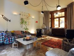 WOONVIDEO: Huisvuilvondsten, design en (kinder)kunst: in dit huis vind je het allemaal onder één dak | Wonen | HLN