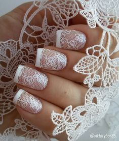 If you marry, choose manicure like this, for example. The lace was created for brides.