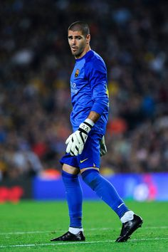 Goalkeeper Victor Valdes of FC Barcelona looks on during the La Liga match between FC Barcelona and Real Madrid CF at Camp Nou on October 26, 2013 in Barcelona, Catalonia.