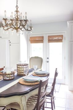 How perfect are these bamboo shades in Rachel's dining room? She chose Shoreline Cordless Woven Wood Shades in Sterculia.