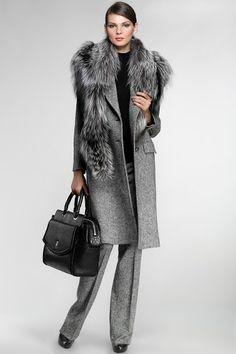 Роскошное пальто Roberto Cavalli с меховым воротником из чернобурки со скидкой 30%  http://fashion.manysales.ru/t/16244577/  #мех   #пальто   #robertocavalli   #мода   #стиль   #меха   #лиса   #чернобурка  #скидка