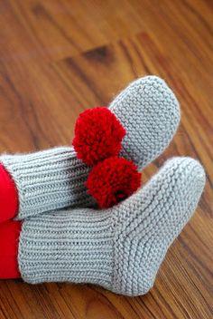 FREE slipper/sock pattern frm Ravelry