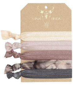 1 van de LEUKSTE setjes van de LOVE IBIZA elastiekjes! Draag ze als #armbandjes of gebruik ze als #hairties! Ze zijn super zacht en zitten daarom lekker om je pols en zijn goed voor je haar. Bekijk ze in de shop op >> www.LIVLY.nl   #LOVEIBIZA elastiekjes - BOHO