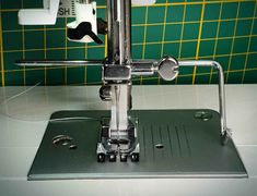 Machine Singer, Techniques Couture, Sink, Crafting, Crochet, Scrappy Quilts, Sewing Patterns, Creative Workshop, Sink Tops