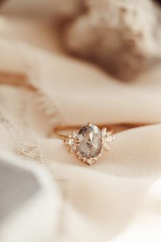 Wedding Engagement, Wedding Rings, The Bling Ring, Beautiful Engagement Rings, Pretty Rings, Ring Verlobung, Dream Ring, Yellow Gold Rings, Cute Jewelry