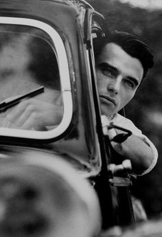 Montgomery Clift was such a talented actor, and soooooooo handsome! Check out my FAV Montgomery Clift movies: The Search and I Confess. Golden Age Of Hollywood, Vintage Hollywood, Hollywood Glamour, Hollywood Stars, Classic Hollywood, Hollywood Men, Montgomery Clift, Classic Movie Stars, Classic Films