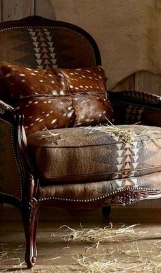 Modern Rustic Decor for the Home Rustic Western Chair Modern Rustic Homes, Modern Rustic Decor, Western Furniture, Rustic Furniture, Classic Furniture, Kitchen Furniture, Ranch Decor, Ranch Style Decor, Southwest Decor
